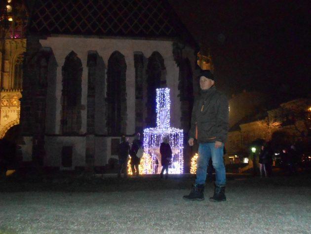 Pred Michalskou kaplnkou (Ladislav Serenča)