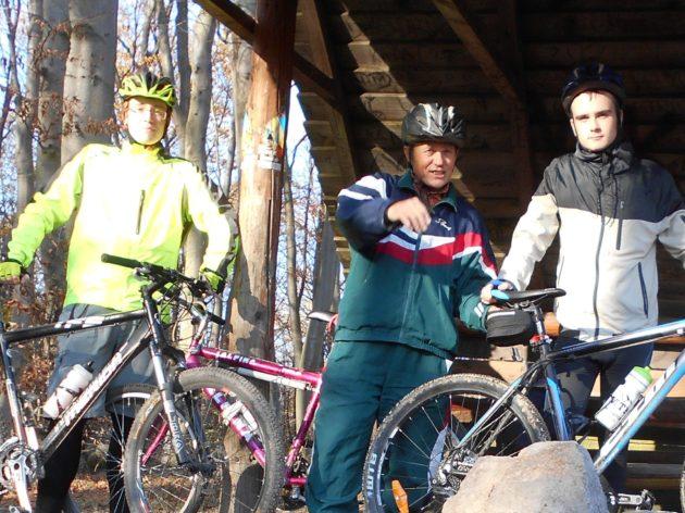Títo dvaja cykloturisti (tuším, že vysokoškoláci) súhlasili so selfíčkom.