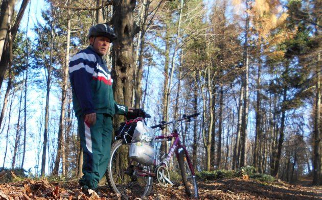 Tu takisto, za mojim chrbtom ešte donedávna bol krásny hustý les... :-(
