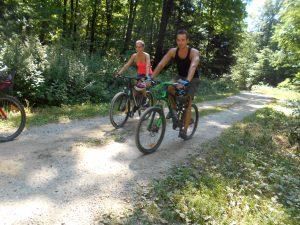 Cyklistická cesta medzi Bankovom a Kamenným Hrbom