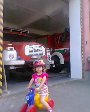 Aminkiná prvá exkurzia na hasičskej stanici